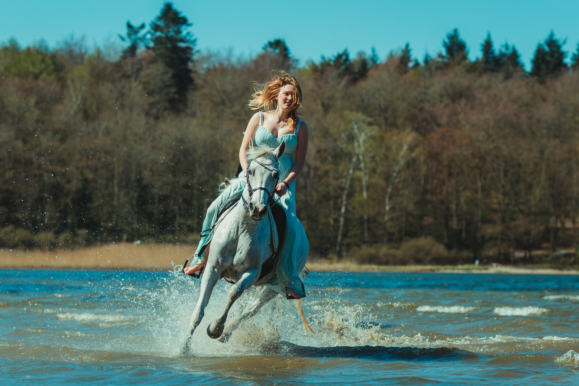 white-horse-photography-pretty-dress-sara-kroell-andersen10