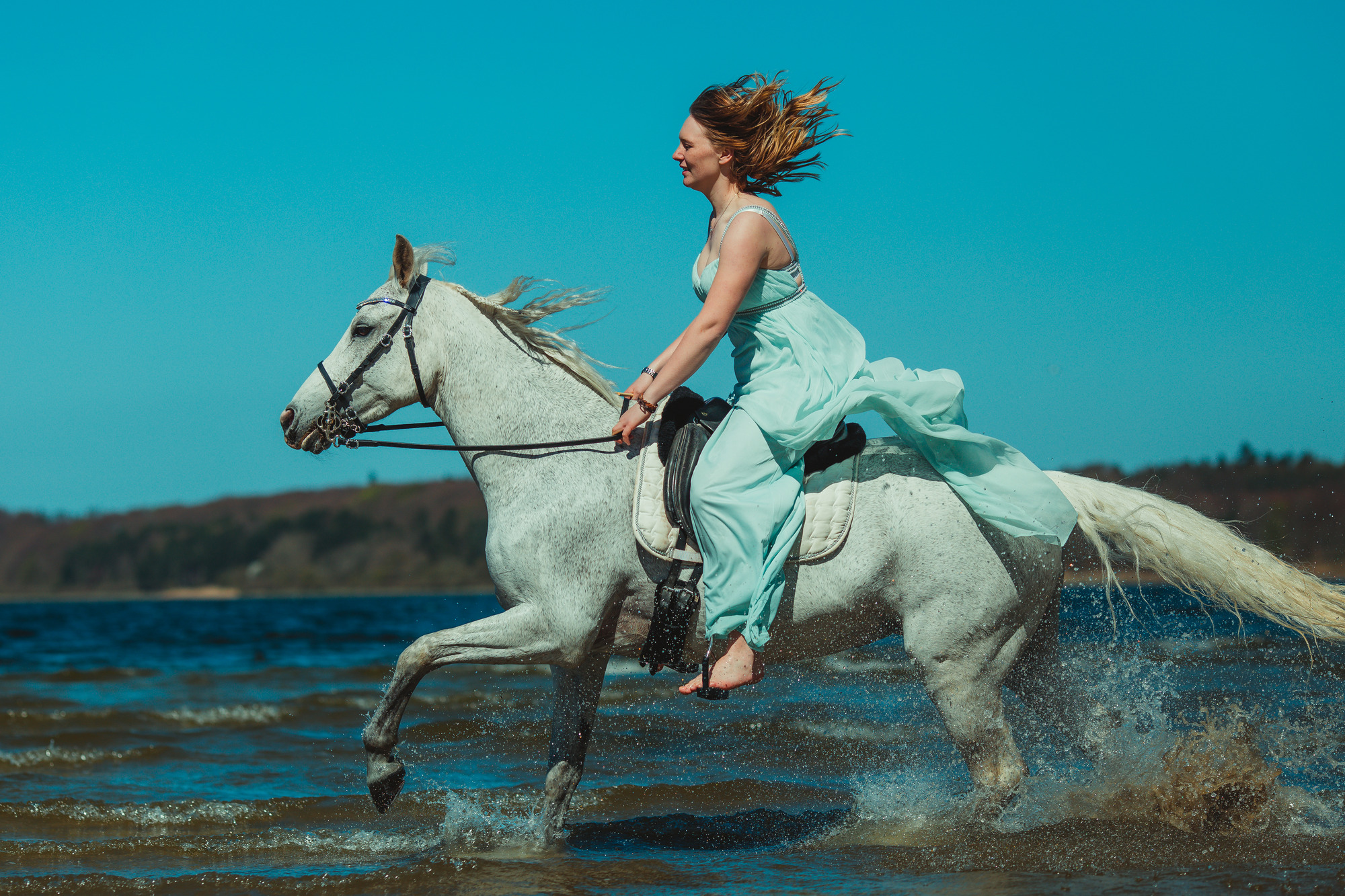 white-horse-photography-pretty-dress-sara-kroell-andersen11