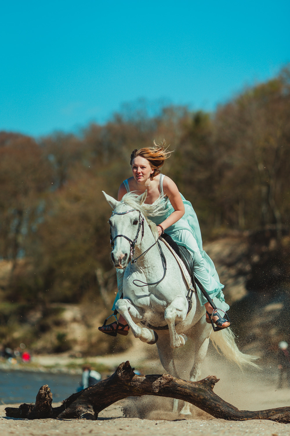 white-horse-photography-pretty-dress-sara-kroell-andersen12