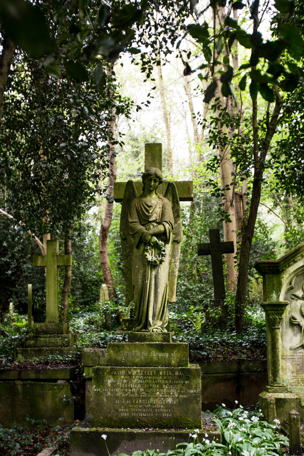 grave-angle-highgate-cemetery