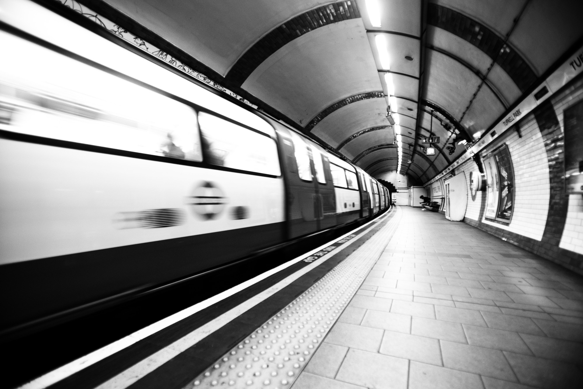 london-underground-motion-blur