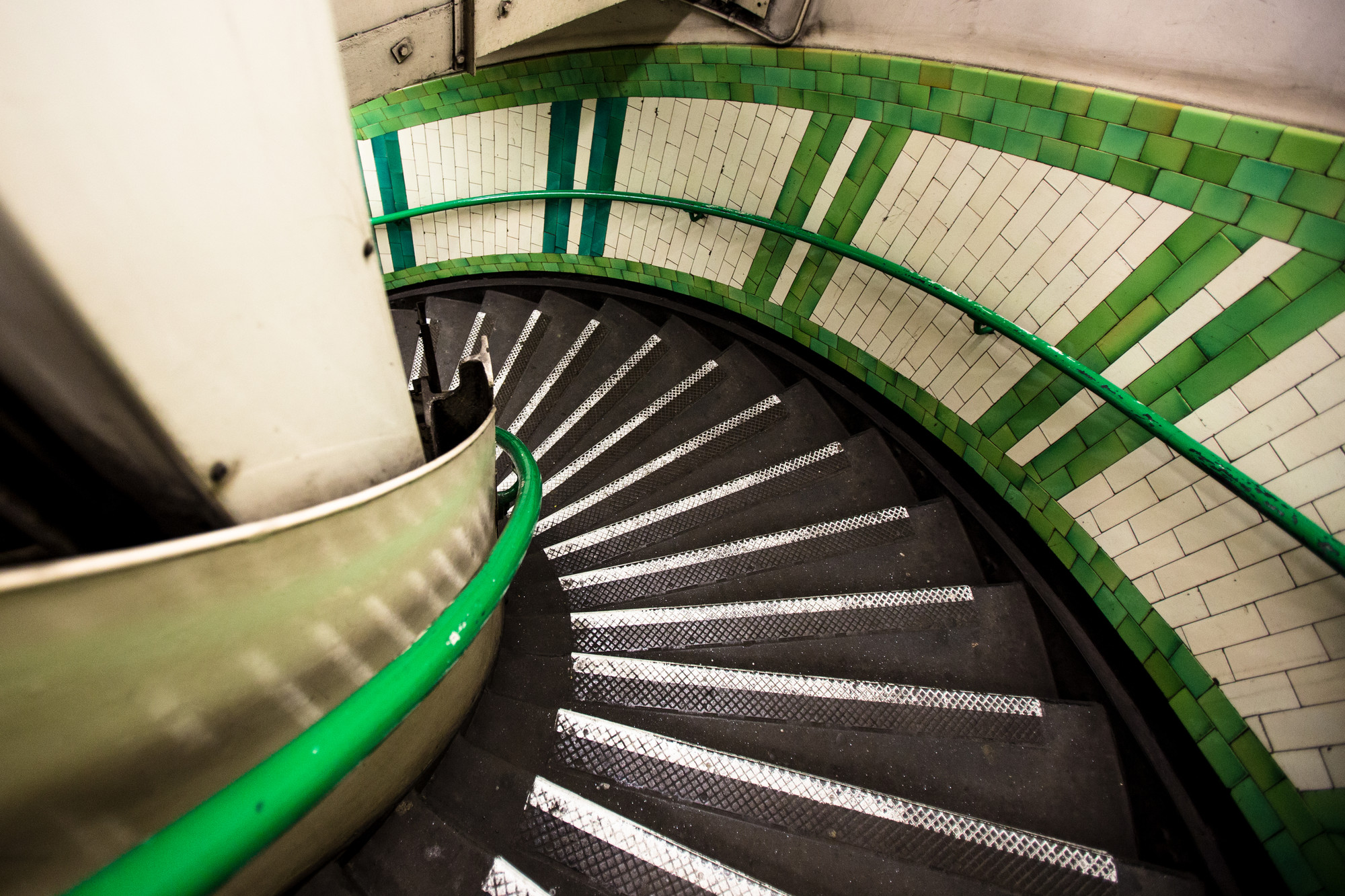 london-underground-stairs