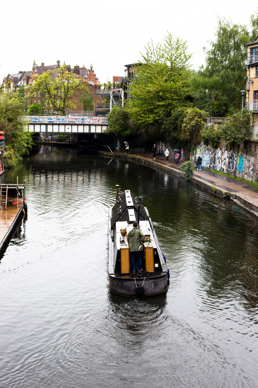 regents-canal-houseboat