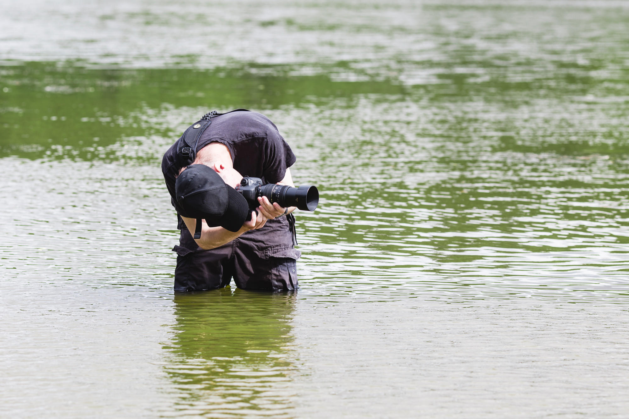 photographer-during-water-photoshoot