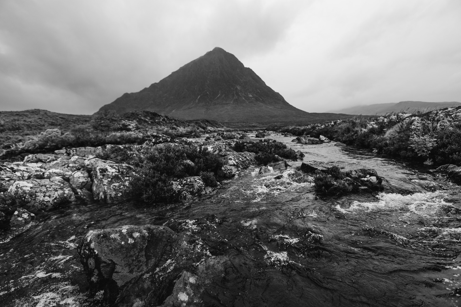 glen-coe-mountain-black-white