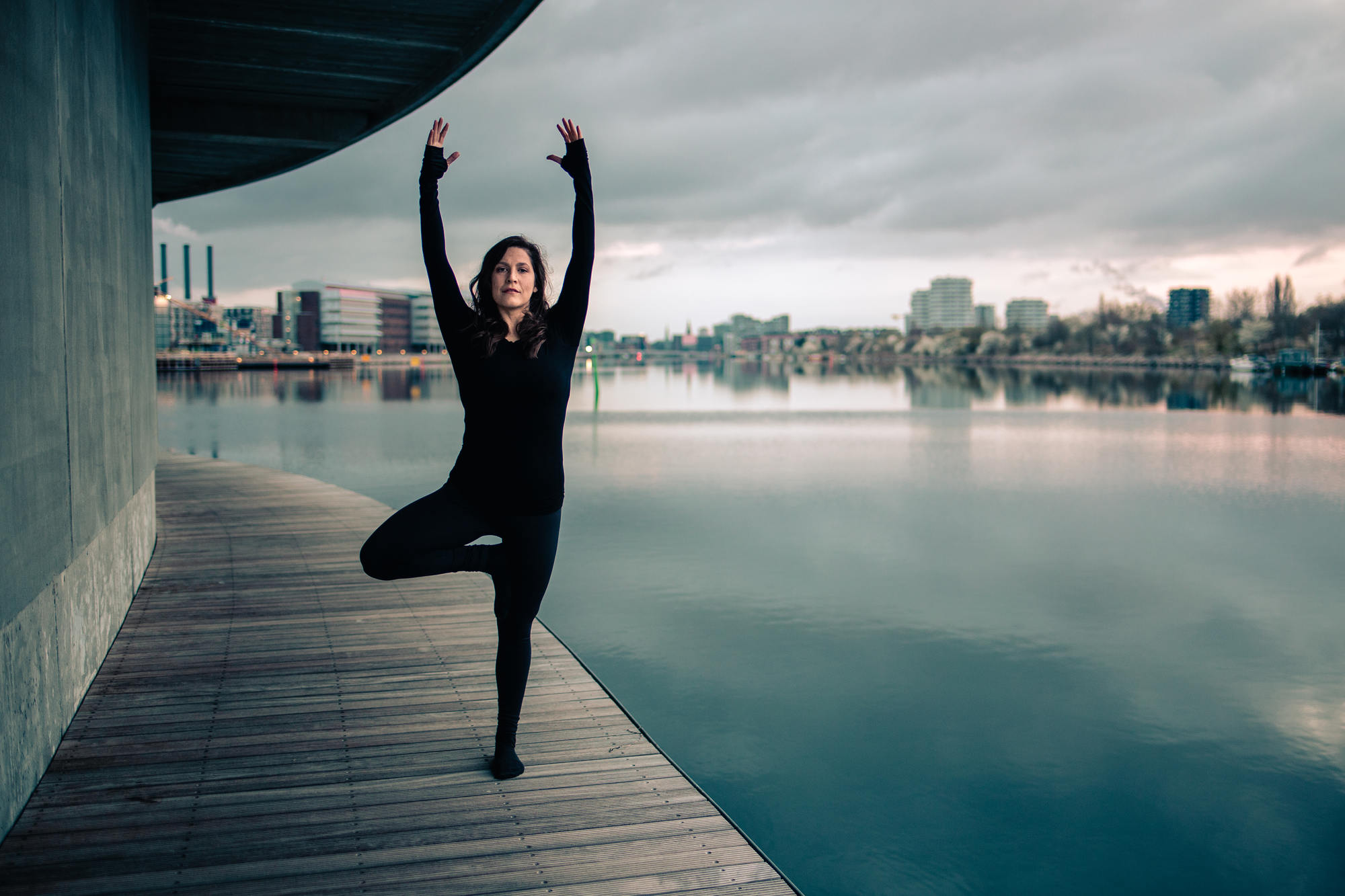 urban-yoga-photoshoot-copenhagen-silhouettes-poses-02