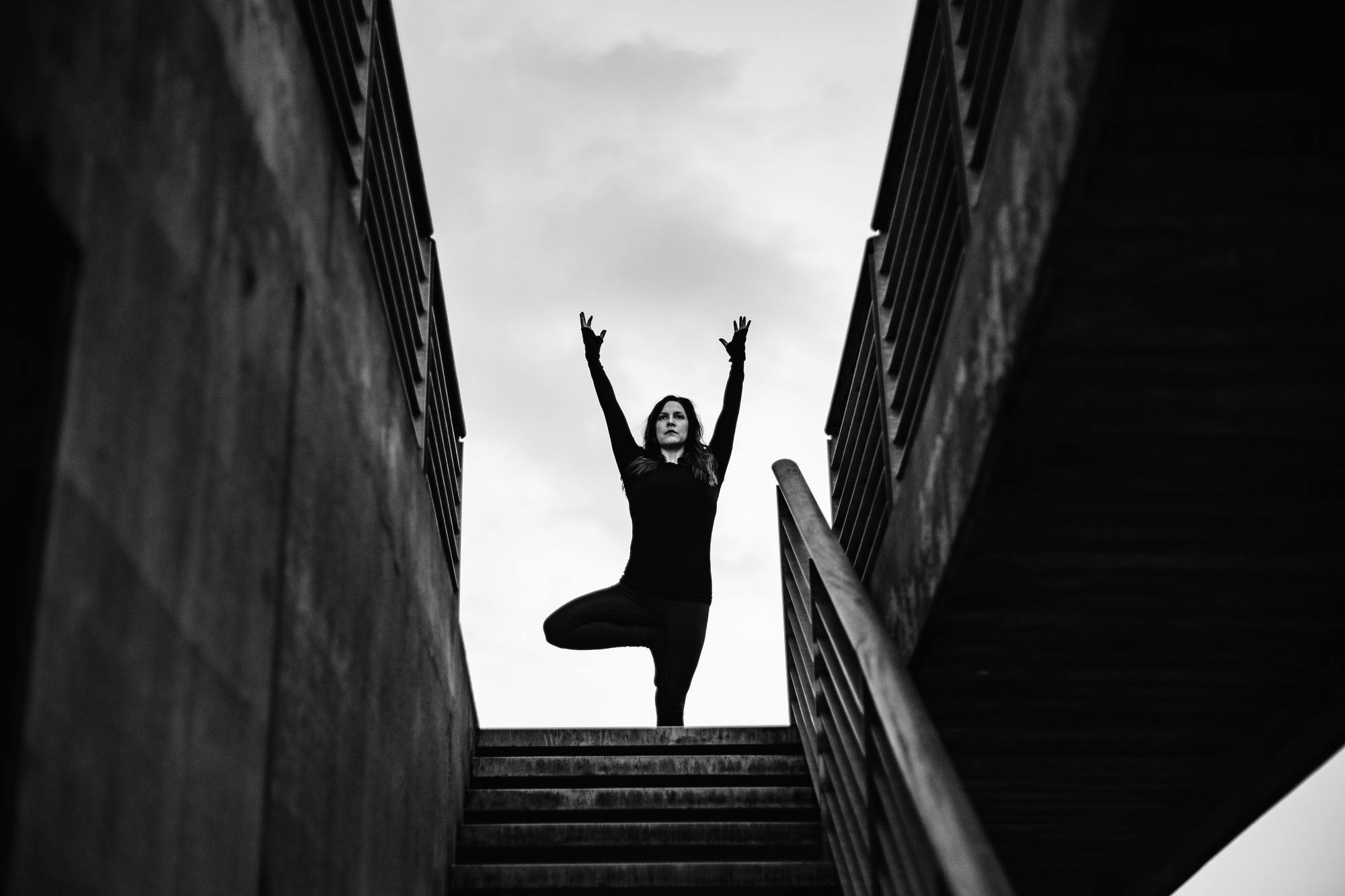 urban-yoga-photoshoot-copenhagen-silhouettes-poses-05