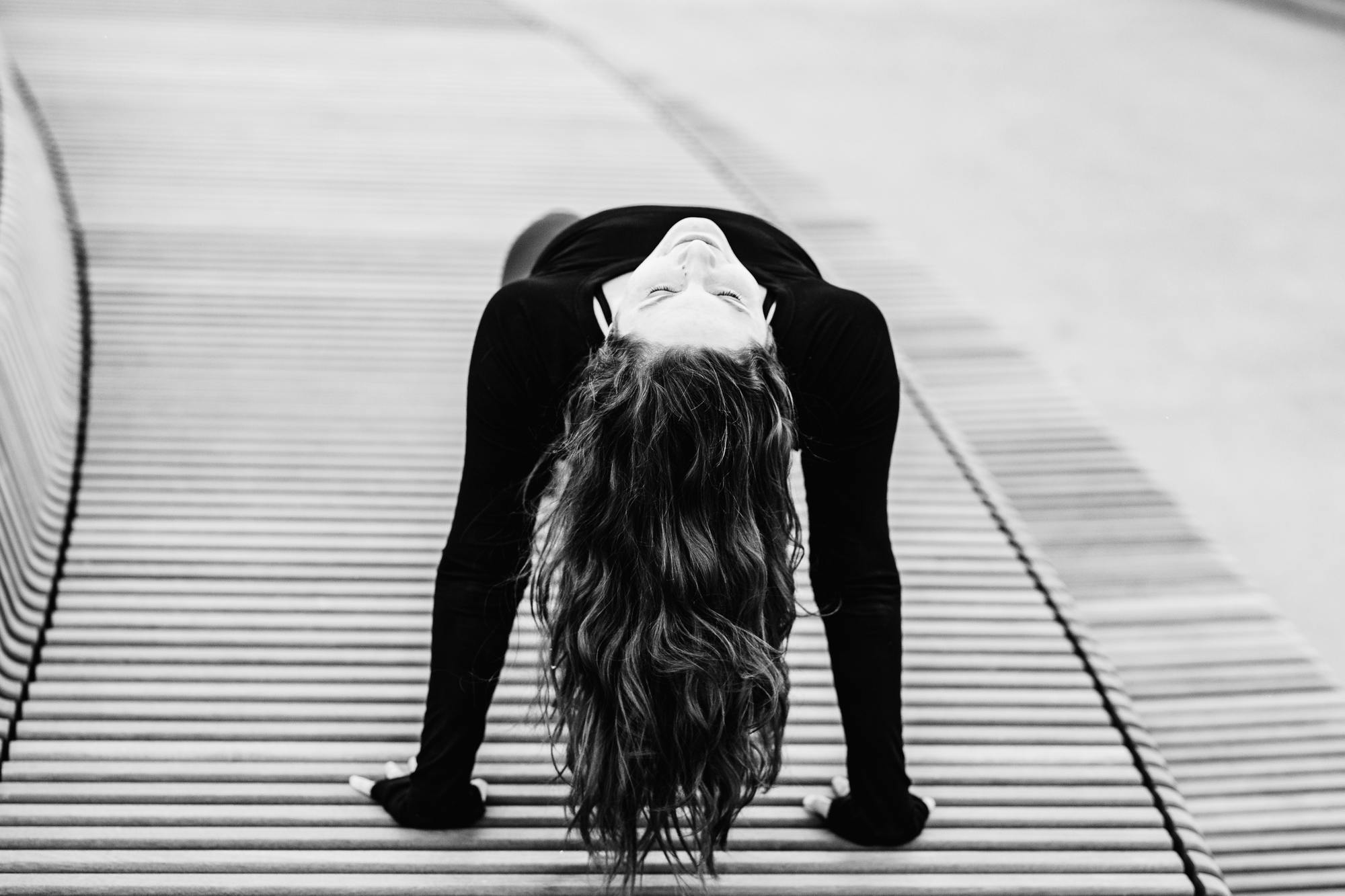 urban-yoga-photoshoot-copenhagen-silhouettes-poses-06
