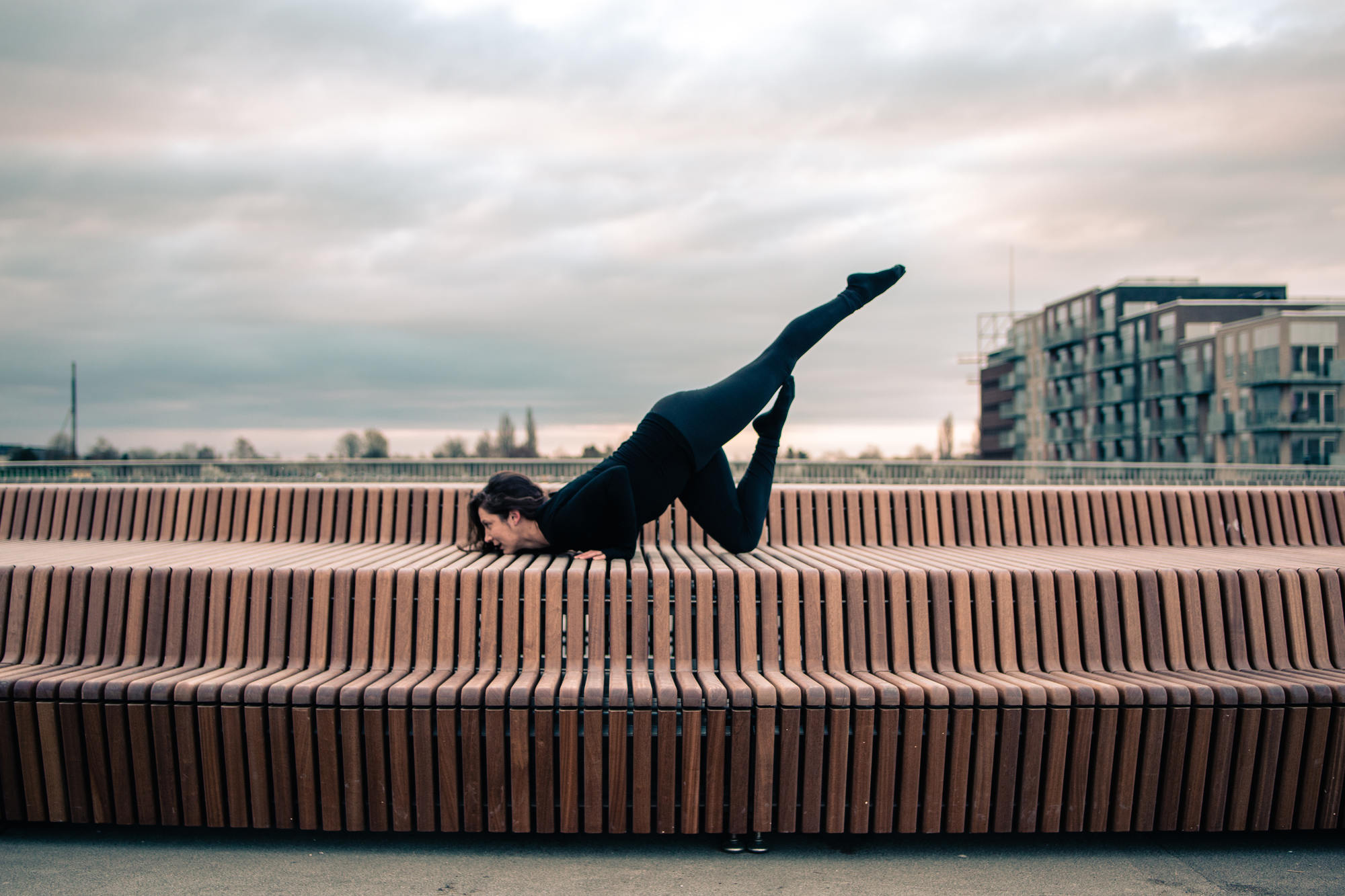 urban-yoga-photoshoot-copenhagen-silhouettes-poses-07