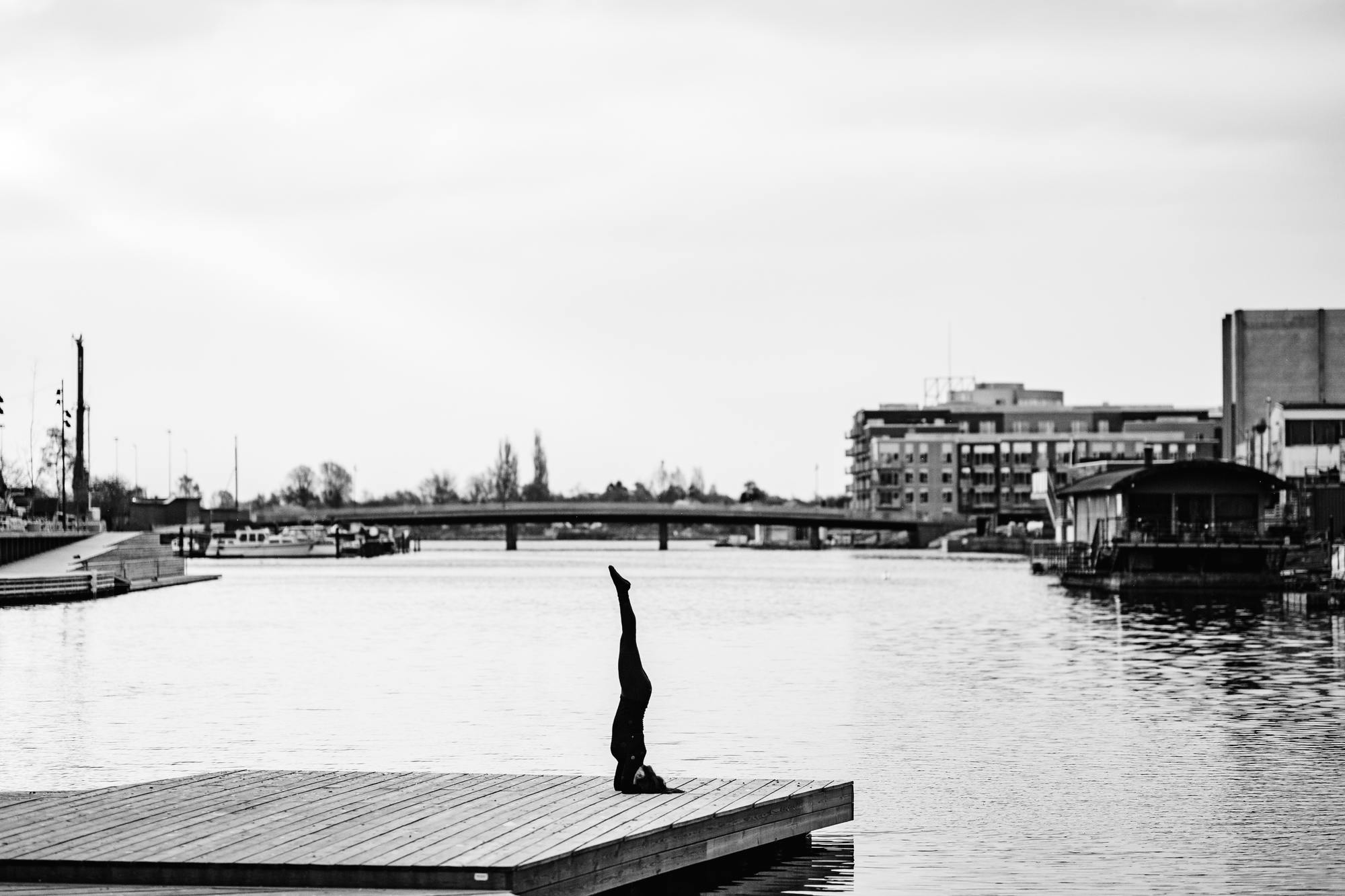 urban-yoga-photoshoot-copenhagen-silhouettes-poses-08