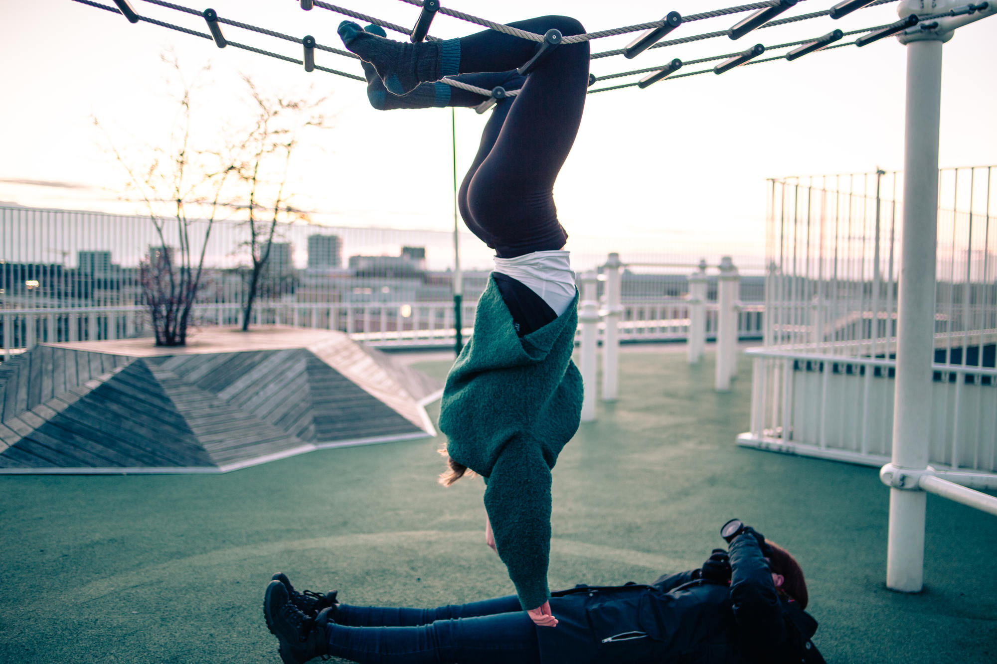 urban-yoga-photoshoot-copenhagen-silhouettes-poses-10