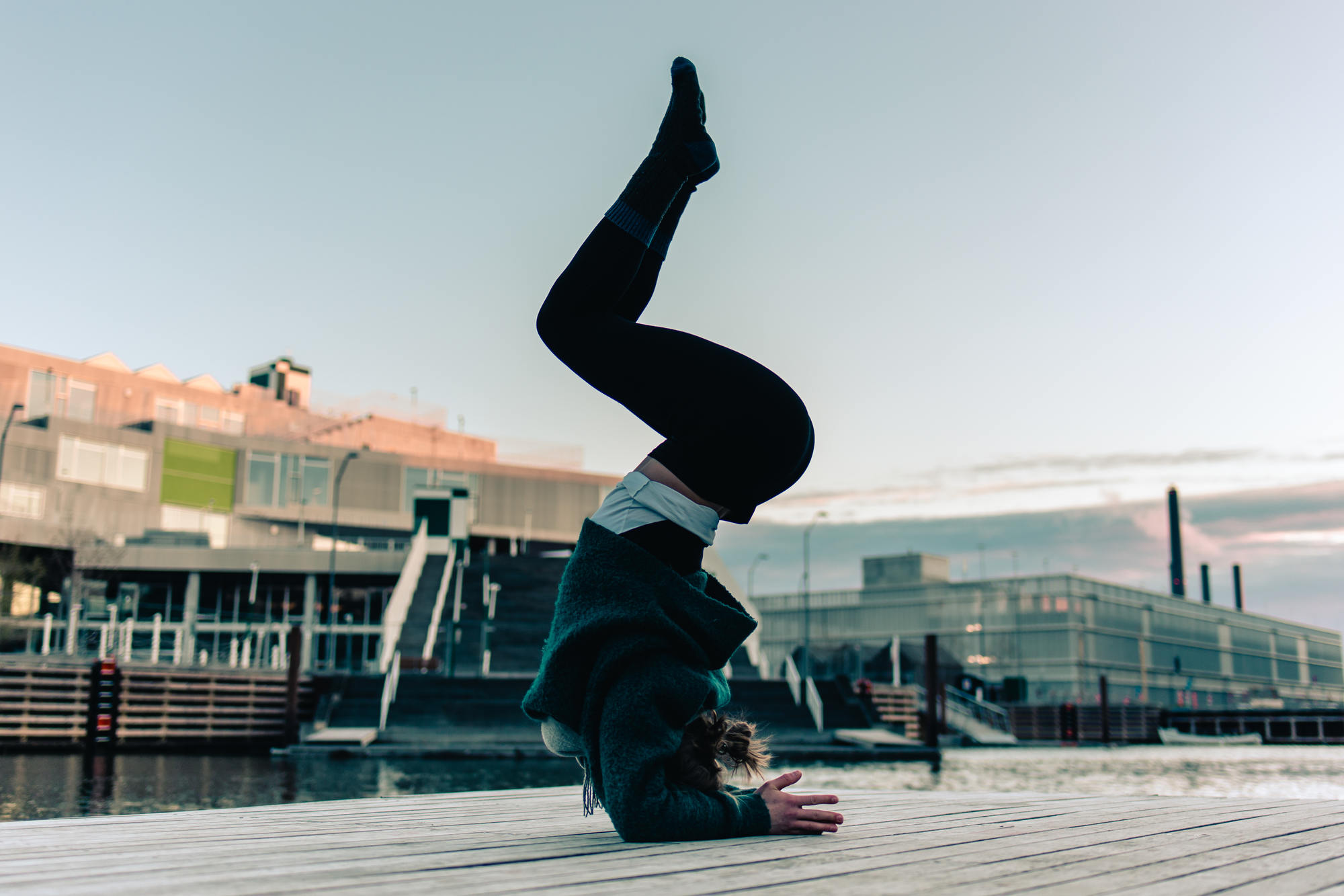 urban-yoga-photoshoot-copenhagen-silhouettes-poses-14