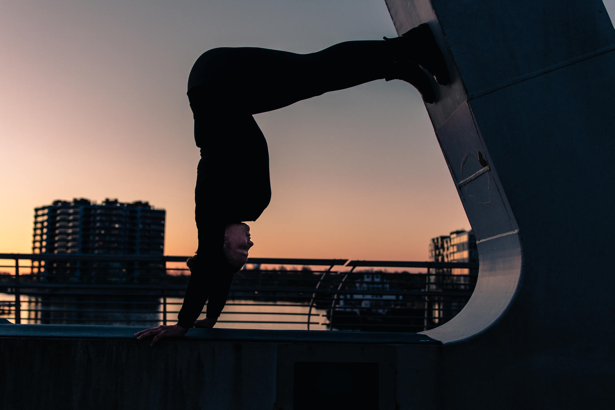 urban-yoga-photoshoot-copenhagen-silhouettes-poses-20