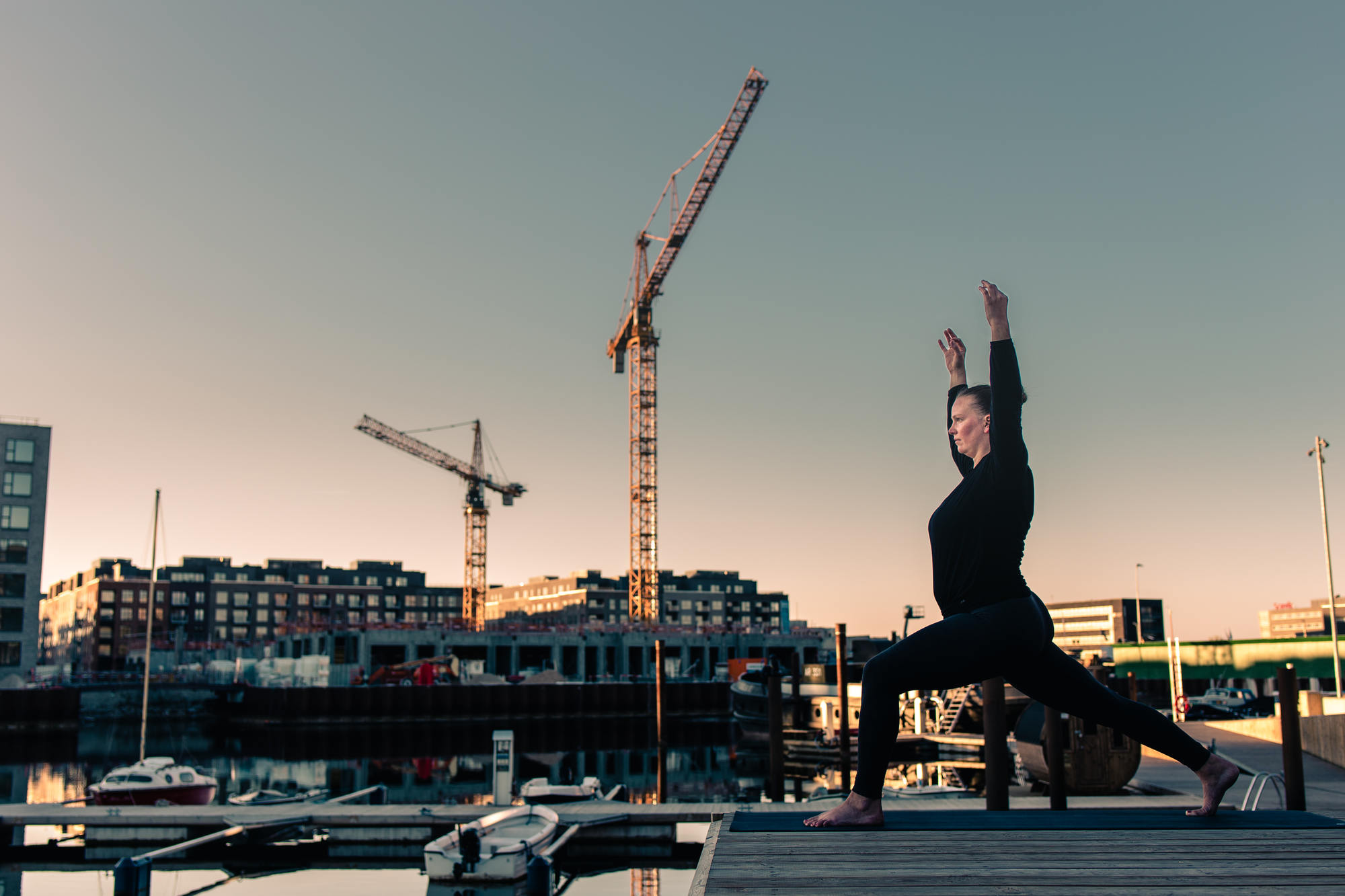 urban-yoga-photoshoot-copenhagen-silhouettes-poses-22