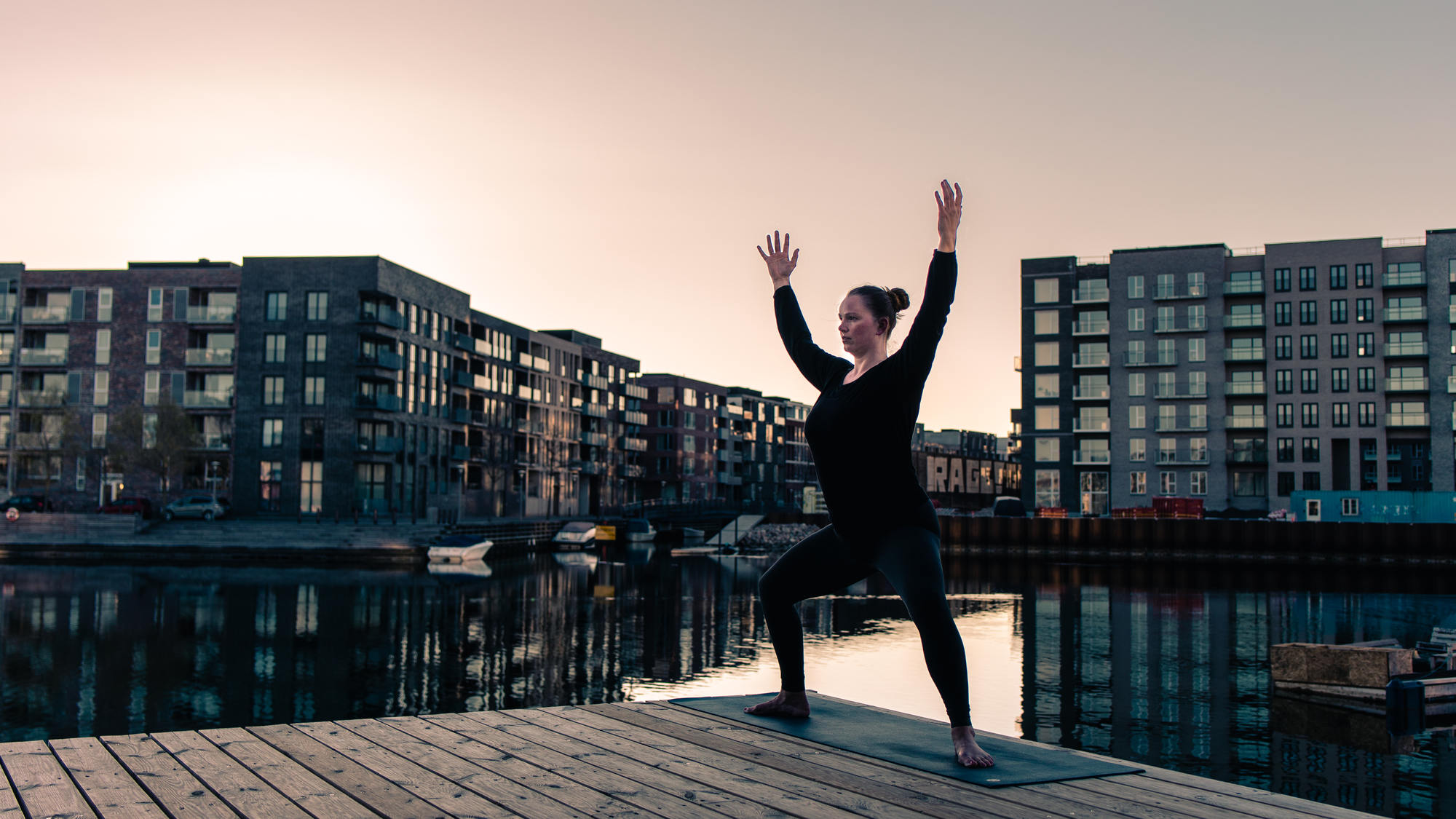 urban-yoga-photoshoot-copenhagen-silhouettes-poses-23
