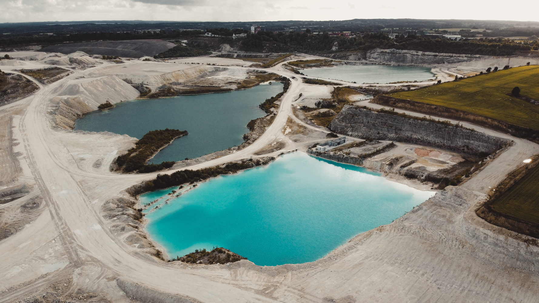 limestone-quarry-water-colour-lagoon
